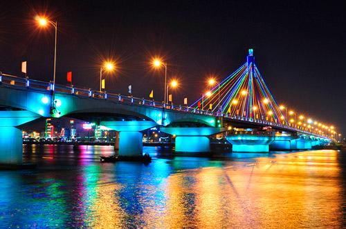 Cau Quay Song Han - Da Nang